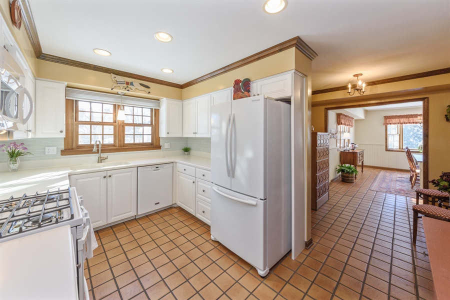 Real Estate Photography - 354 S Carlyle Place, Arlington Heights, IL, 60004 - Kitchen / Breakfast Room