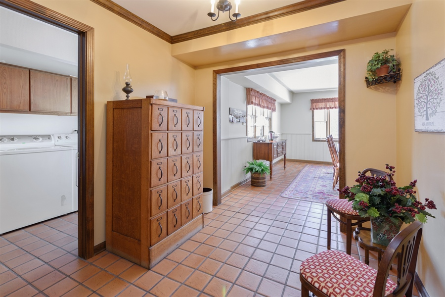 Real Estate Photography - 354 S Carlyle Place, Arlington Heights, IL, 60004 - Mudroom