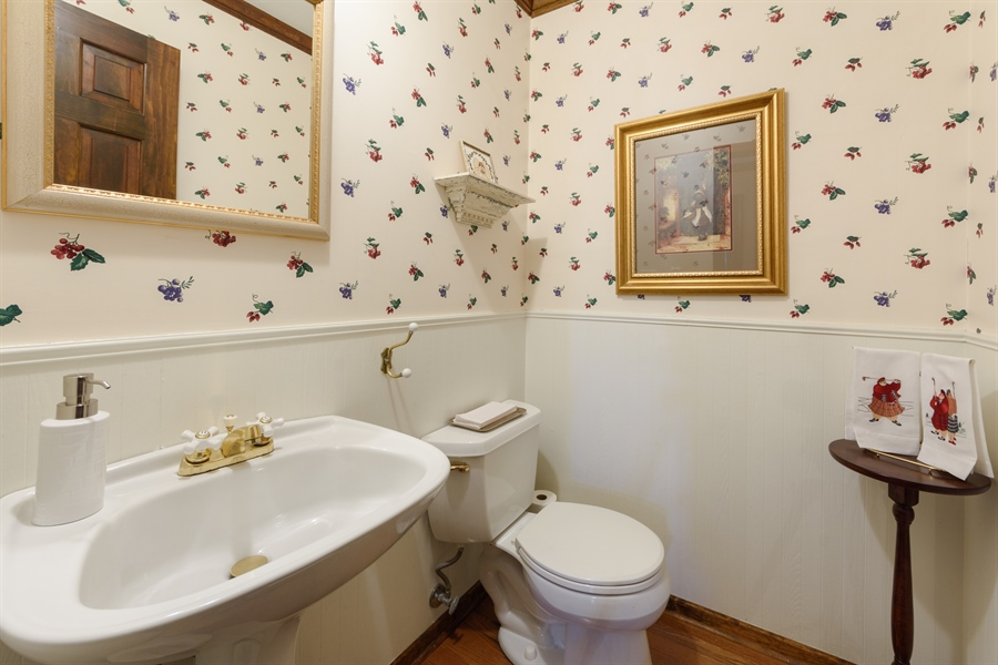 Real Estate Photography - 354 S Carlyle Place, Arlington Heights, IL, 60004 - Powder Room