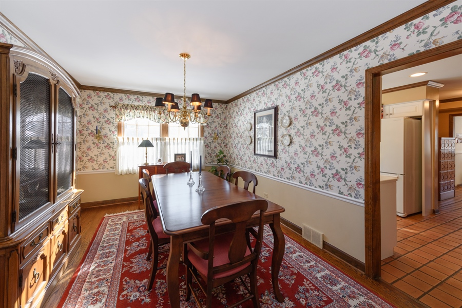 Real Estate Photography - 354 S Carlyle Place, Arlington Heights, IL, 60004 - Dining Room