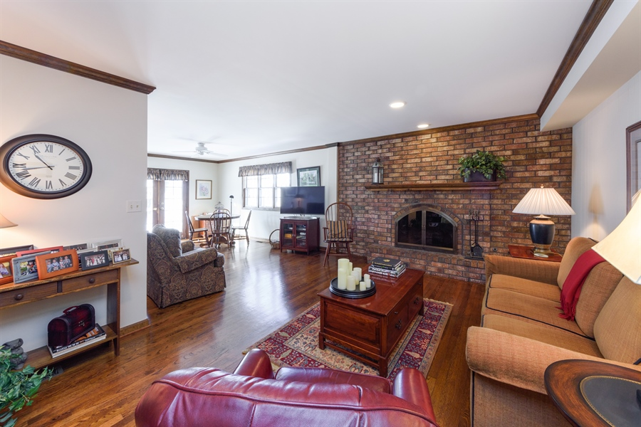 Real Estate Photography - 354 S Carlyle Place, Arlington Heights, IL, 60004 - Family Room