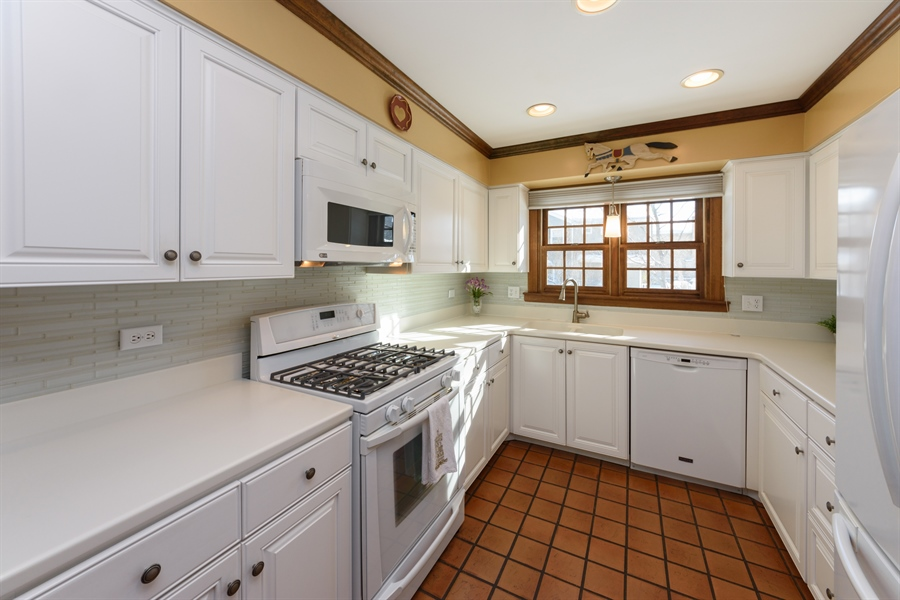 Real Estate Photography - 354 S Carlyle Place, Arlington Heights, IL, 60004 - Kitchen
