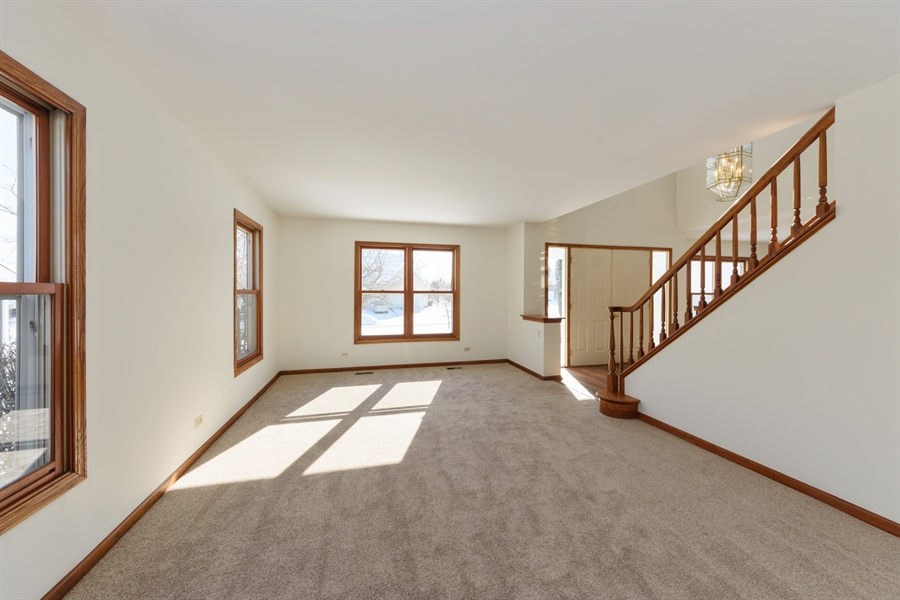 Real Estate Photography - 810 Ambria Ct, Mundelein, IL, 60060 - Living Room