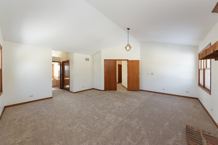 Real Estate Photography - 810 Ambria Ct, Mundelein, IL, 60060 - Master Bedroom