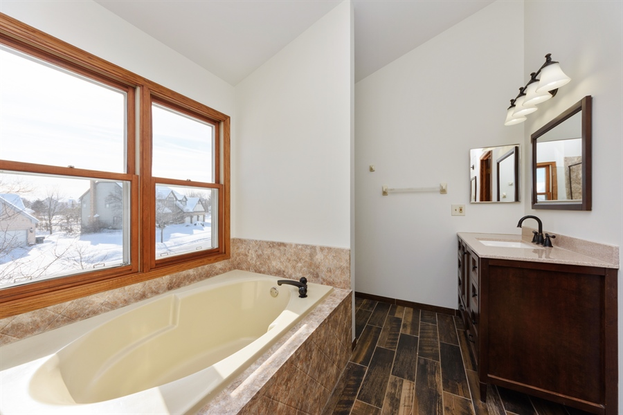 Real Estate Photography - 810 Ambria Ct, Mundelein, IL, 60060 - Master Bathroom