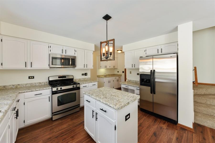 Real Estate Photography - 810 Ambria Ct, Mundelein, IL, 60060 - Kitchen
