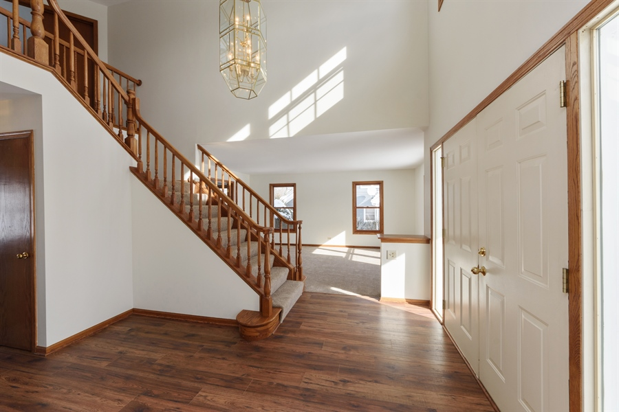 Real Estate Photography - 810 Ambria Ct, Mundelein, IL, 60060 - Foyer