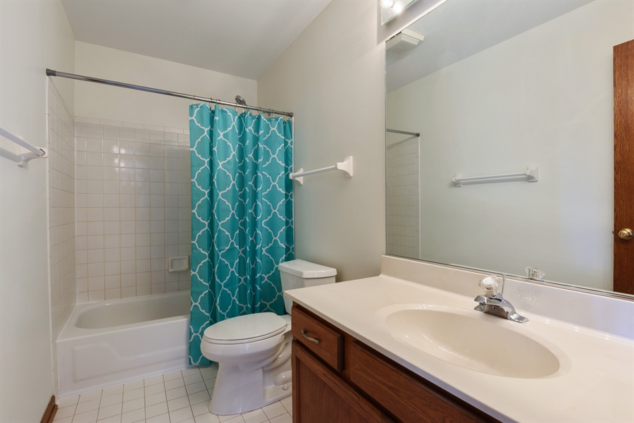 Real Estate Photography - 810 Ambria Ct, Mundelein, IL, 60060 - 2nd Bathroom