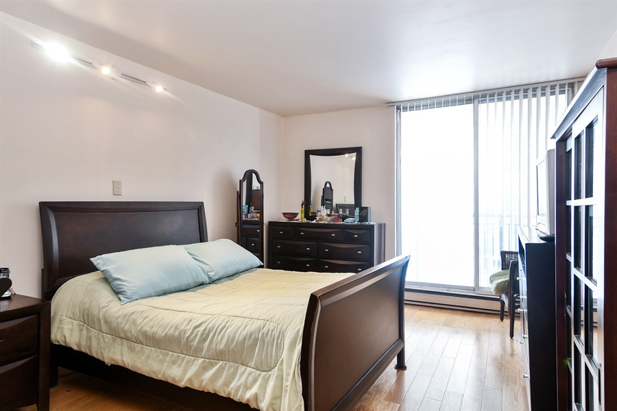 Real Estate Photography - 6007 N Sheridan Rd, 7F, Chicago, IL, 60660 - Master Bedroom