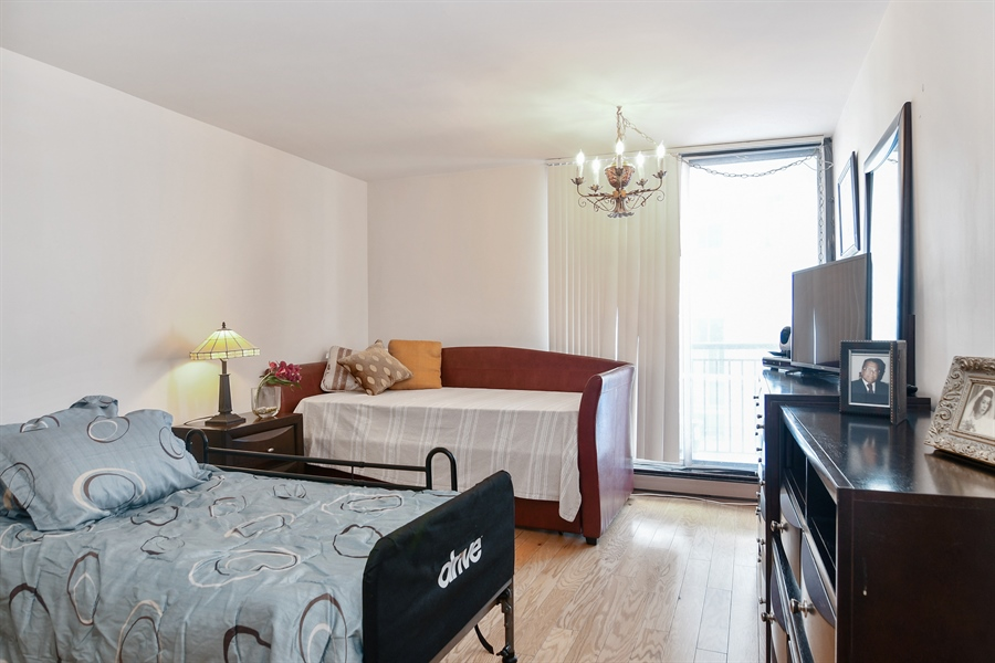 Real Estate Photography - 6007 N Sheridan Rd, 7F, Chicago, IL, 60660 - Bedroom