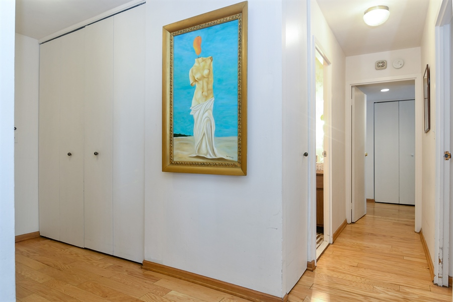 Real Estate Photography - 6007 N Sheridan Rd, 7F, Chicago, IL, 60660 - Hallway
