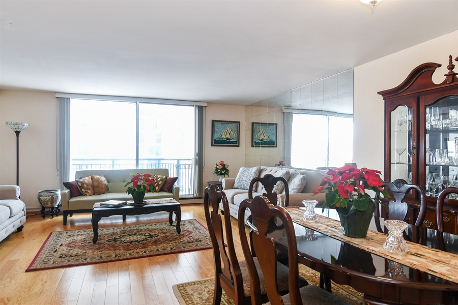 Real Estate Photography - 6007 N Sheridan Rd, 7F, Chicago, IL, 60660 - Living Room / Dining Room