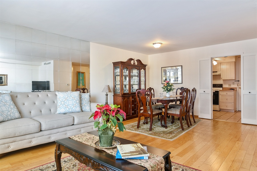 Real Estate Photography - 6007 N Sheridan Rd, 7F, Chicago, IL, 60660 - Living Room/Dining Room