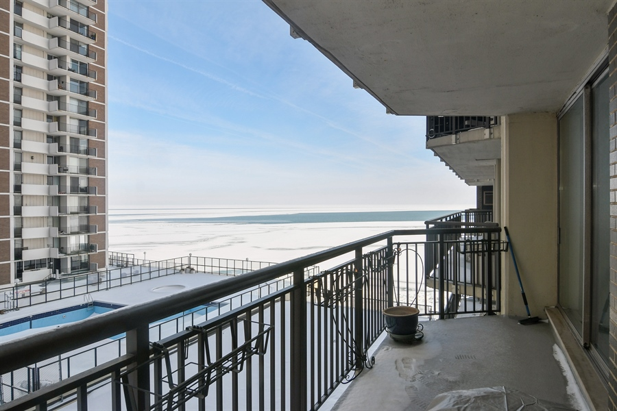 Real Estate Photography - 6007 N Sheridan Rd, 7F, Chicago, IL, 60660 - Balcony