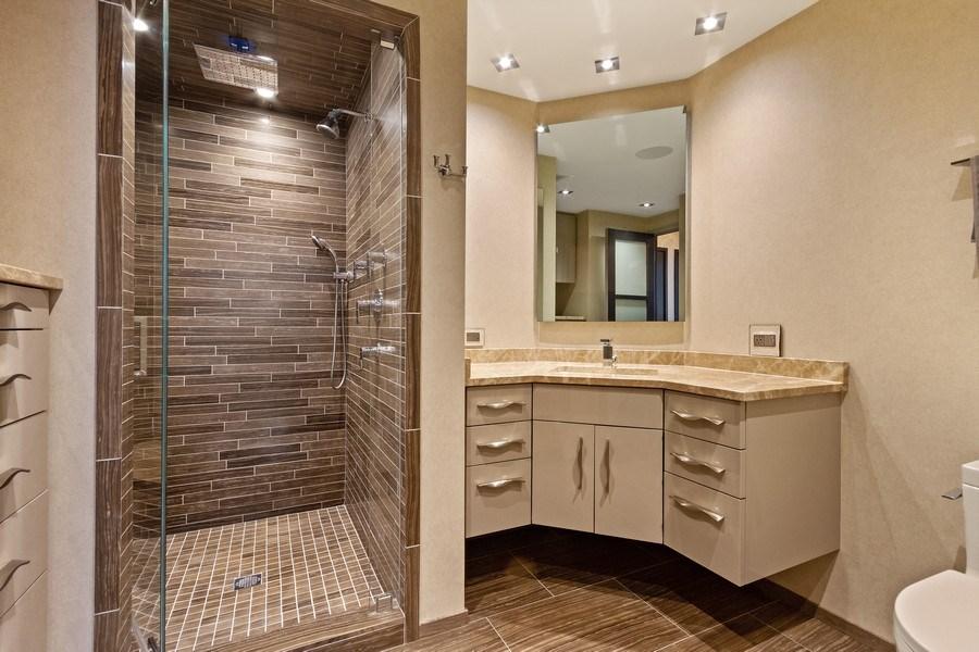 Real Estate Photography - 1040 Lake Shore Dr, Unit 15A, Chicago, IL, 60611 - Master En Suite Bathroom #2