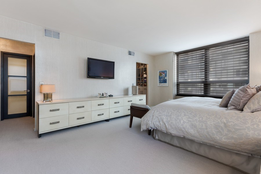 Real Estate Photography - 1040 Lake Shore Dr, Unit 15A, Chicago, IL, 60611 - Master Bedroom Suite