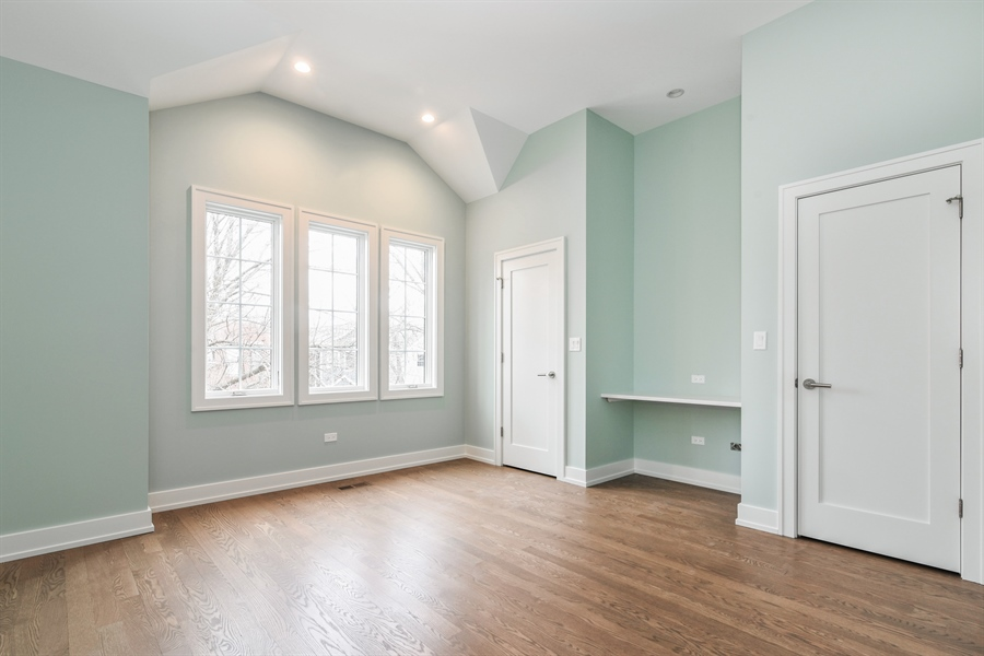 Real Estate Photography - 1927 W Oakdale Ave, Chicago, IL, 60657 - 3rd Bedroom