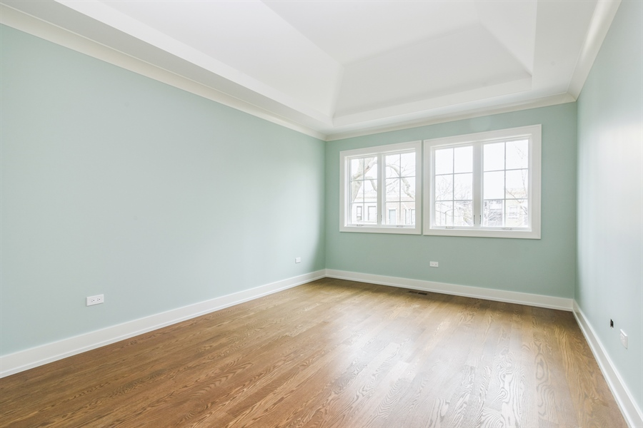 Real Estate Photography - 1927 W Oakdale Ave, Chicago, IL, 60657 - 2nd Bedroom