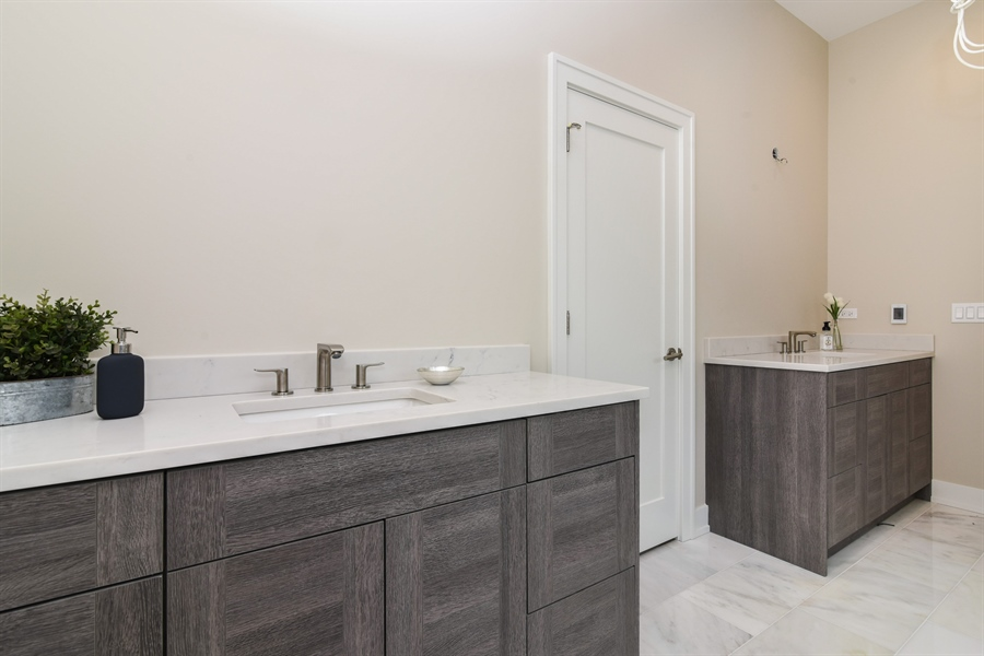 Real Estate Photography - 1927 W Oakdale Ave, Chicago, IL, 60657 - Master Bathroom