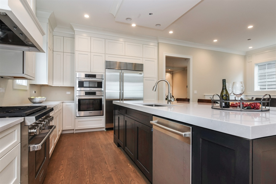 Real Estate Photography - 1927 W Oakdale Ave, Chicago, IL, 60657 - Kitchen