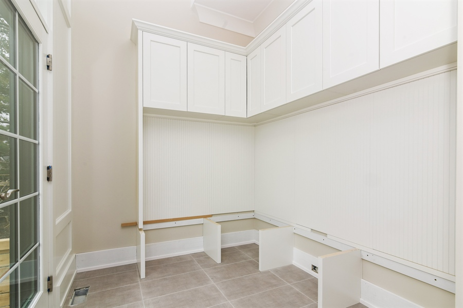 Real Estate Photography - 1927 W Oakdale Ave, Chicago, IL, 60657 - Mudroom