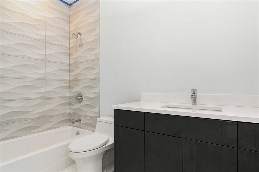 Real Estate Photography - 1927 W Oakdale Ave, Chicago, IL, 60657 - En-suite Bathroom