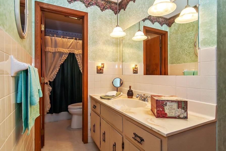Real Estate Photography - 390 LRA Dr, Aurora, IL, 60506 - Master Bathroom