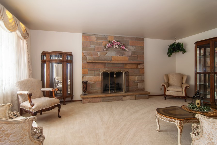 Real Estate Photography - 390 LRA Dr, Aurora, IL, 60506 - Living Room