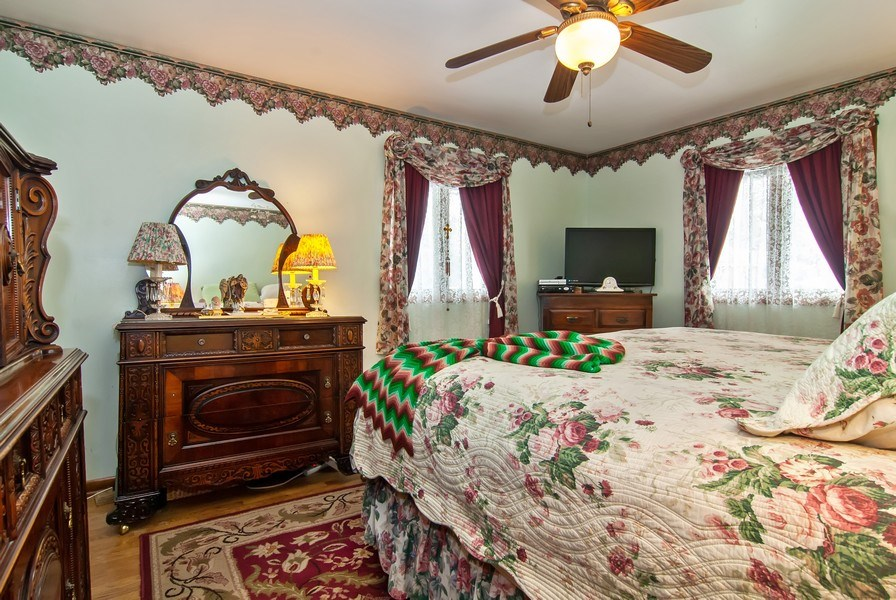 Real Estate Photography - 390 LRA Dr, Aurora, IL, 60506 - Master Bedroom