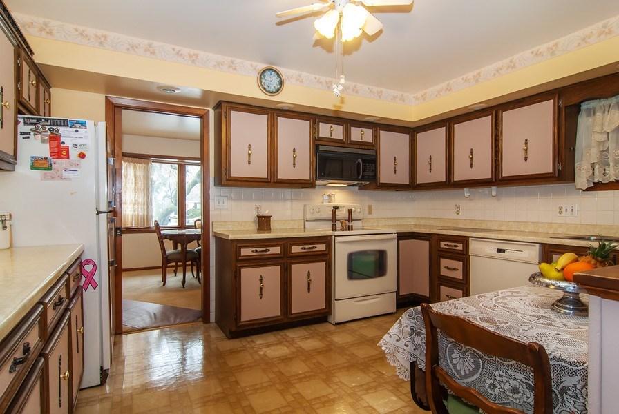 Real Estate Photography - 390 LRA Dr, Aurora, IL, 60506 - Kitchen