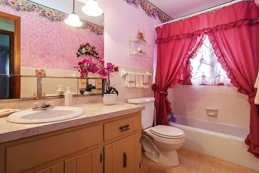 Real Estate Photography - 390 LRA Dr, Aurora, IL, 60506 - Bathroom