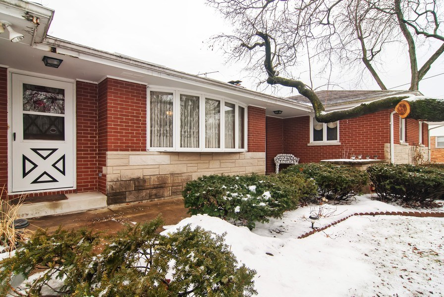 Real Estate Photography - 390 LRA Dr, Aurora, IL, 60506 - Entryway