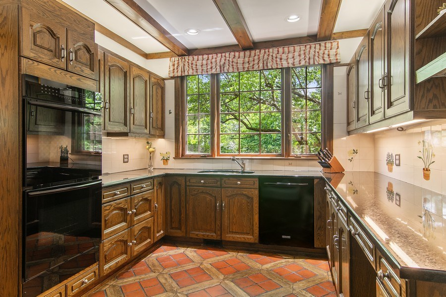 Real Estate Photography - 1041 Locust Rd, Wilmette, IL, 60091 - Kitchen