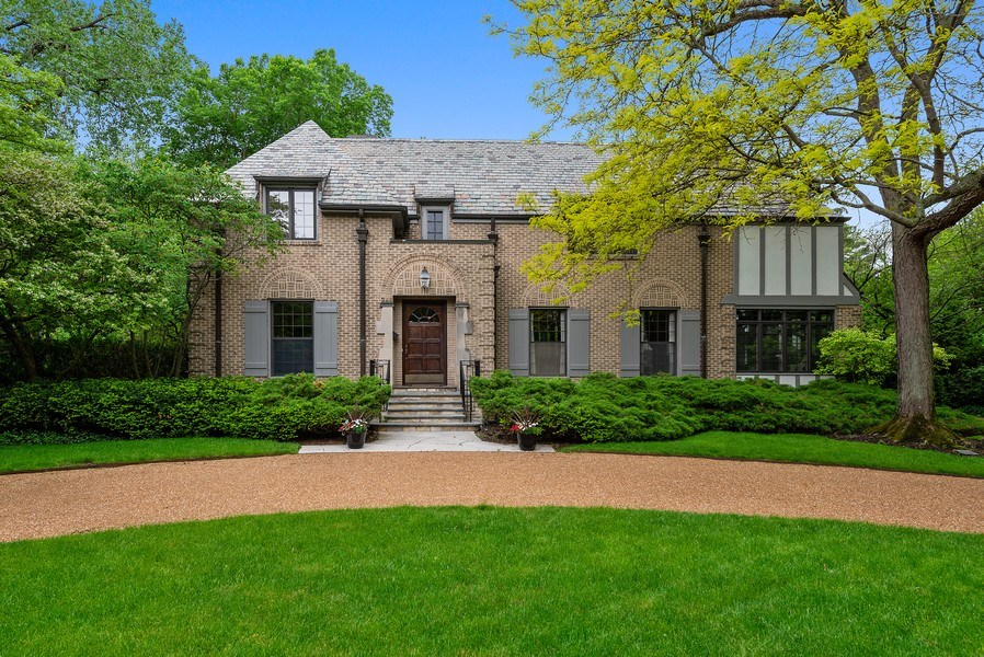 Real Estate Photography - 1041 Locust Rd, Wilmette, IL, 60091 - Front View