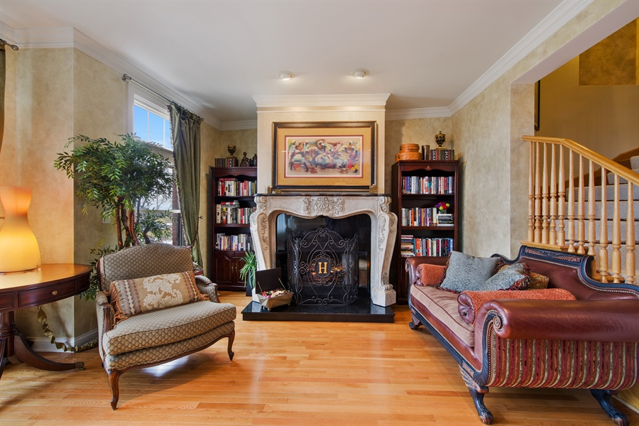 Real Estate Photography - 2048 Valor Ct, Glenview, IL, 60026 - Living Room