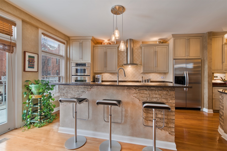 Real Estate Photography - 2048 Valor Ct, Glenview, IL, 60026 - Kitchen