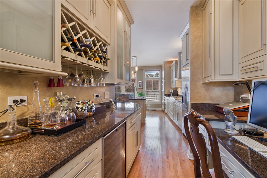 Real Estate Photography - 2048 Valor Ct, Glenview, IL, 60026 - Butler's pantry