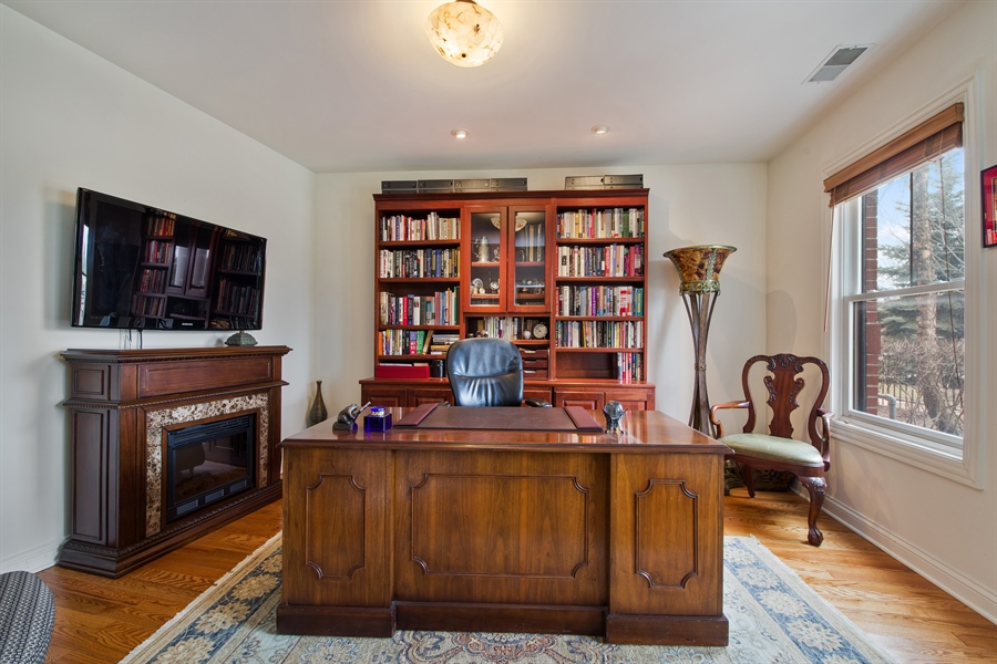 Real Estate Photography - 2048 Valor Ct, Glenview, IL, 60026 - Office