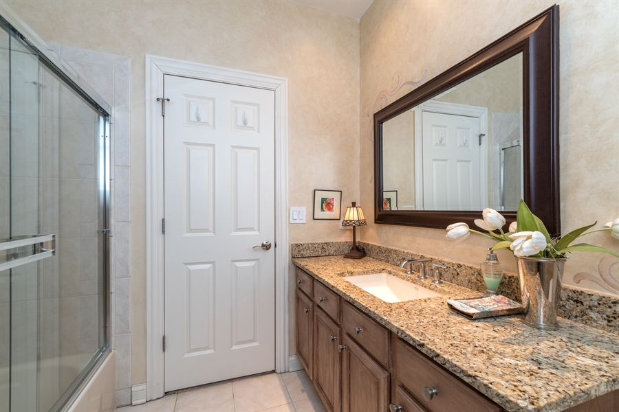 Real Estate Photography - 2048 Valor Ct, Glenview, IL, 60026 - Bathroom