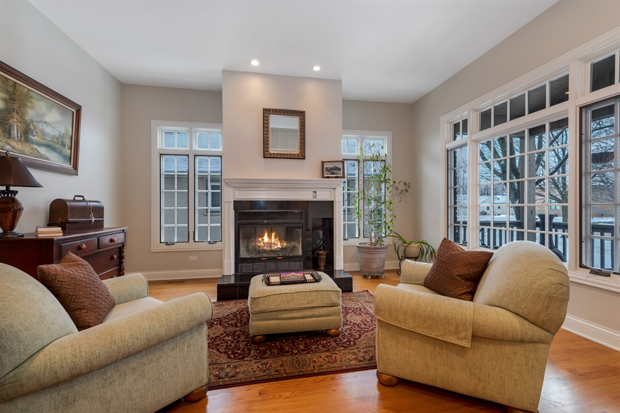Real Estate Photography - 809 Glenwood Ln, Glenview, IL, 60025 - Living Room