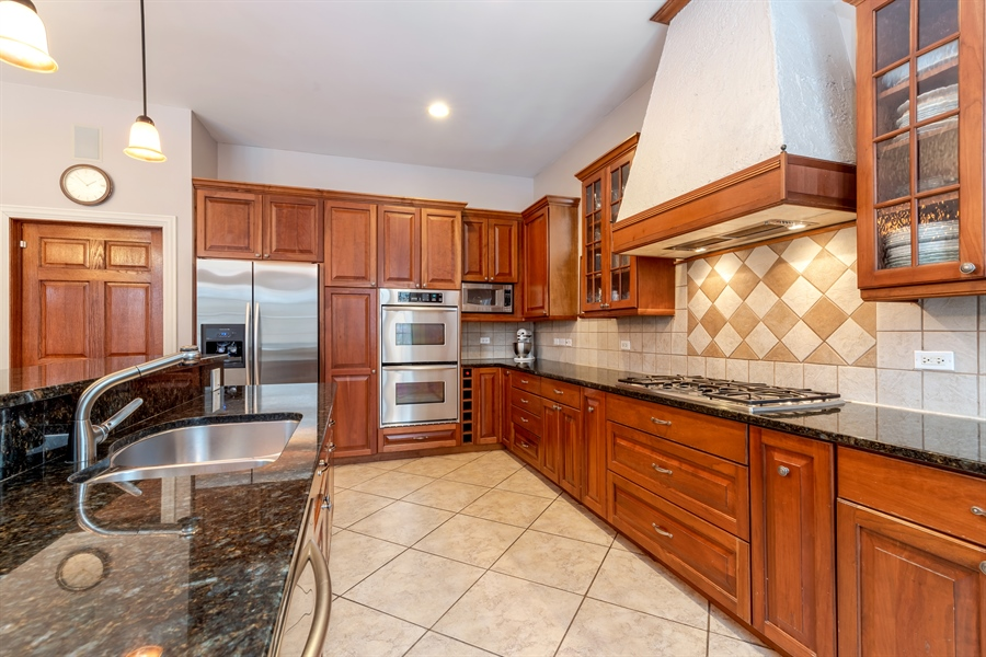 Real Estate Photography - 809 Glenwood Ln, Glenview, IL, 60025 - Kitchen