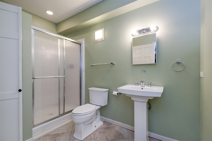 Real Estate Photography - 809 Glenwood Ln, Glenview, IL, 60025 - 2nd Bathroom