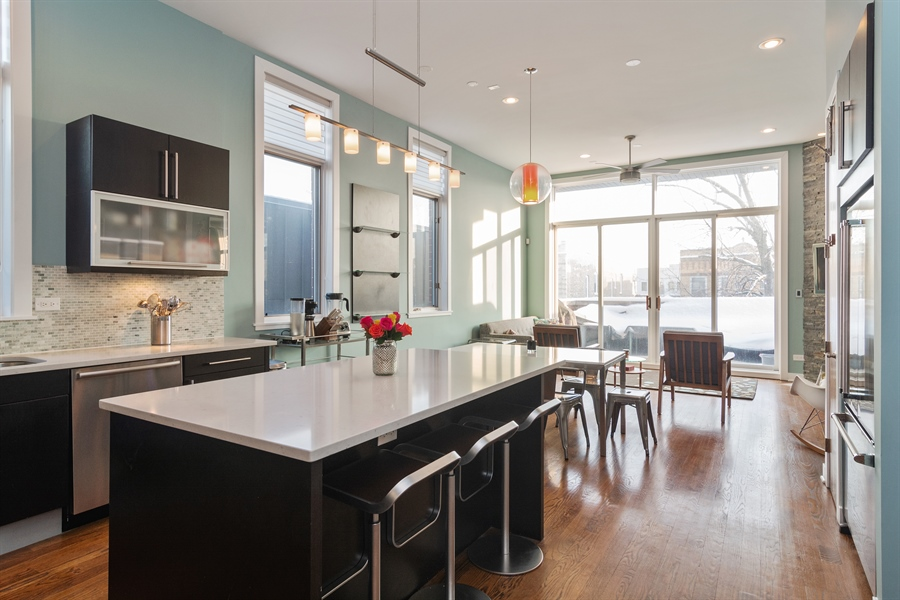 Real Estate Photography - 2020 W Iowa, 3E, Chicago, IL, 60622 - Kitchen / Dining Room