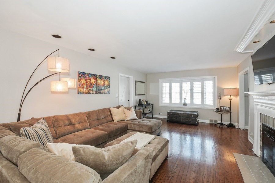 Real Estate Photography - 1733 Stevens Dr, Glenview, IL, 60025 - Living Room