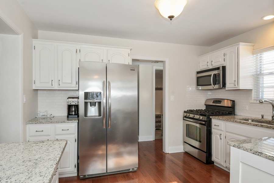 Real Estate Photography - 1733 Stevens Dr, Glenview, IL, 60025 - Kitchen