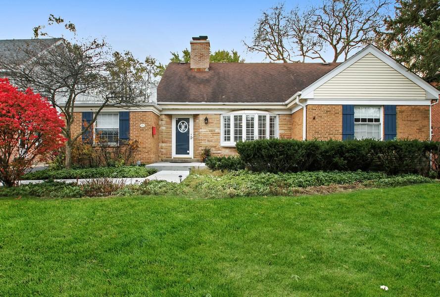 Real Estate Photography - 1733 Stevens Dr, Glenview, IL, 60025 - Exterior