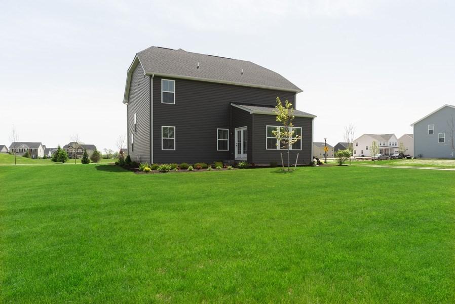 Real Estate Photography - 890 Sunburst Lane, Gilberts, IL, 60136 - Back Yard
