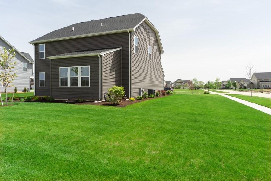Real Estate Photography - 890 Sunburst Lane, Gilberts, IL, 60136 - Side View