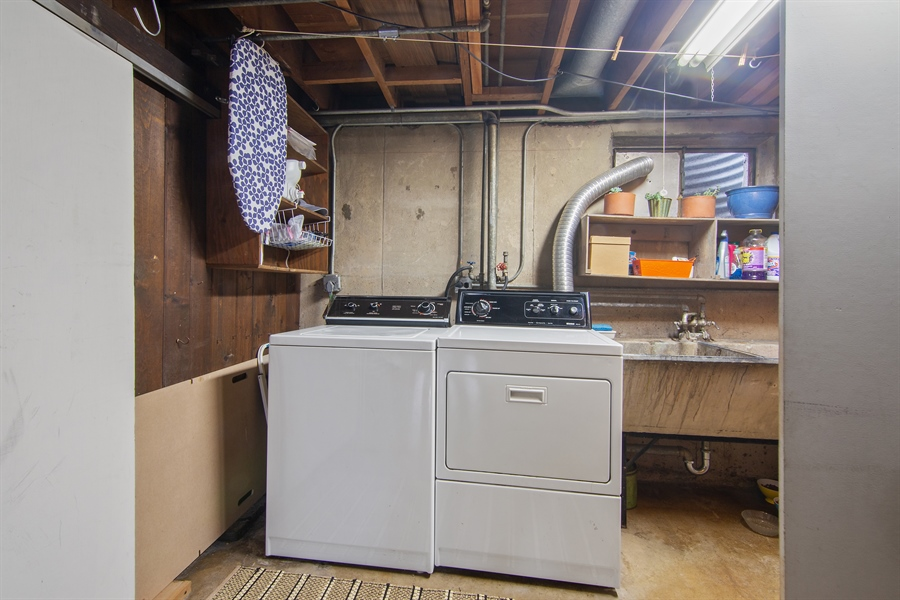 Real Estate Photography - 565 Meadow Rd, Winnetka, IL, 60043 - Laundry Room