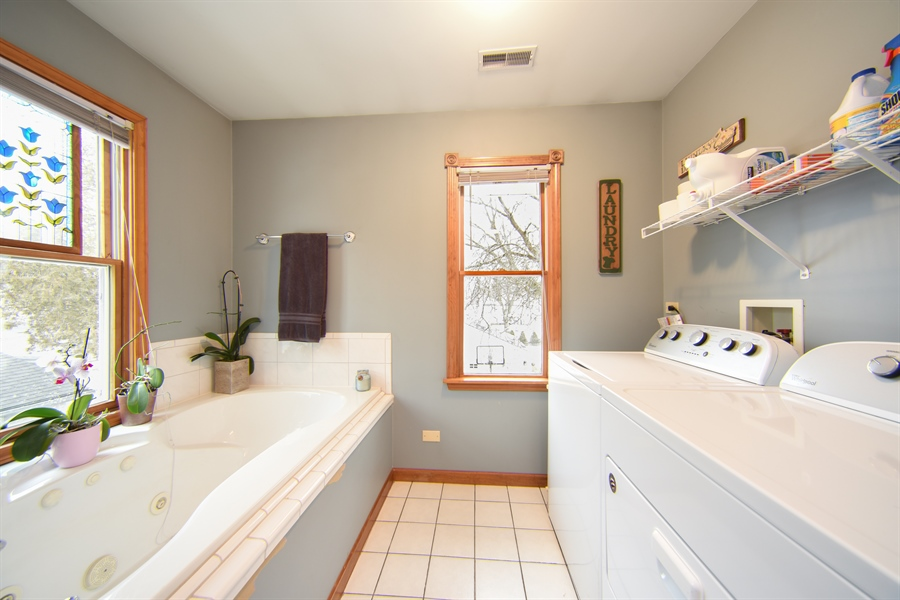 Real Estate Photography - 310 N Owen St, Mount Prospect, IL, 60056 - Master Bathroom